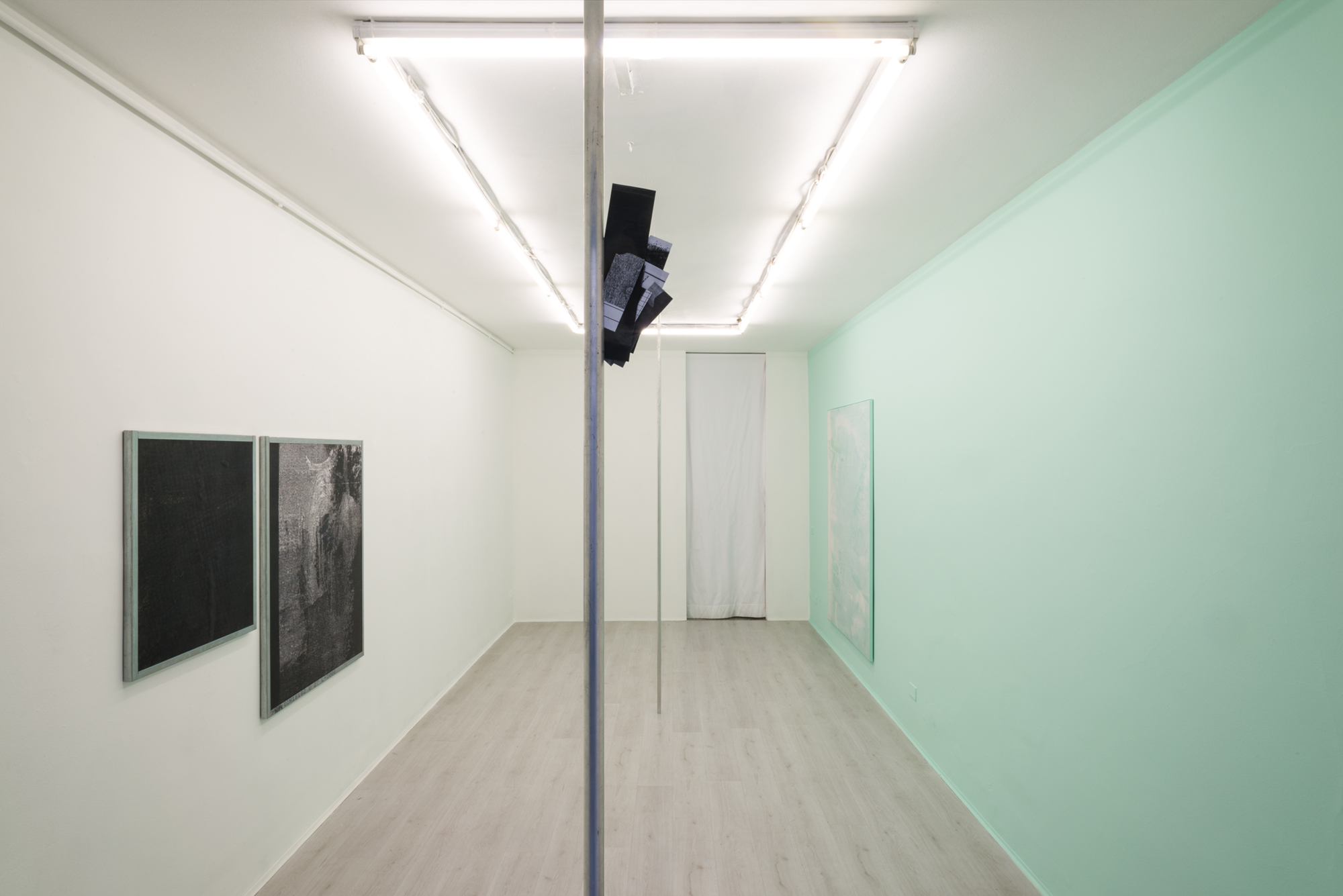 2. Manor Grunewald hang in there exhibition view