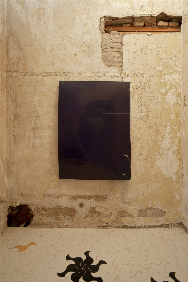 010. L'avventura - die mit der liebe spielen - exhibiton view - room 6 Michail Pirgelis - courtesy spruth margers berlin london - photo philip seibel
