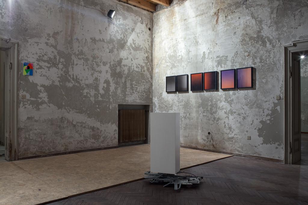 14.-Davide-Mancini-Zanchi-scultura-che-sorregge-un-basamento.-Silvia-Hell-Portraits..jpg