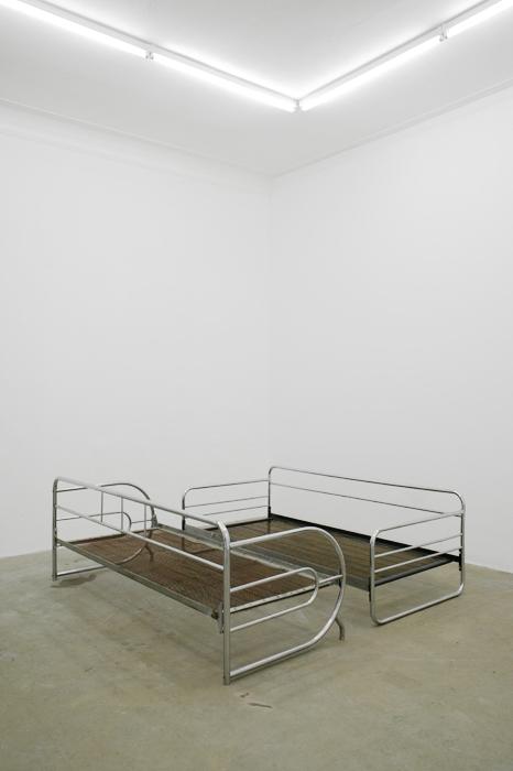 010. Tobias Hoffknecht, o.T., 2013, acciaio, dimensioni variabili