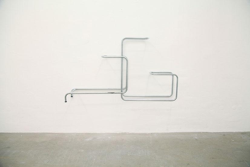 013. Tobias Hoffknecht, Within reason, 2013, acciaio, 70 x 123 x 25 cm