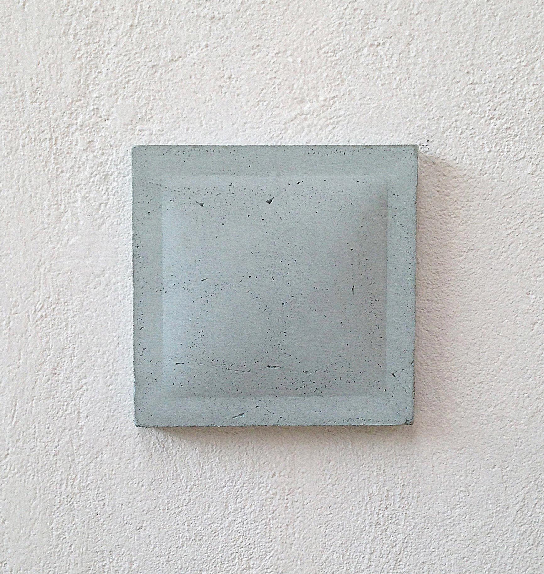 Cemento, 35x35 h 6cm, 2014. copia