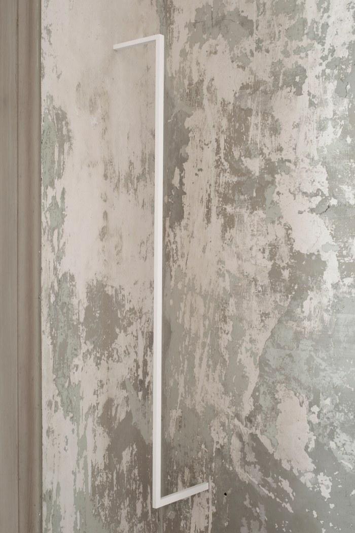 Stephanie Stein, Bugs, 2014, legno di balsa, gouache, 114 x 15 x 1,5 cm_700x1050