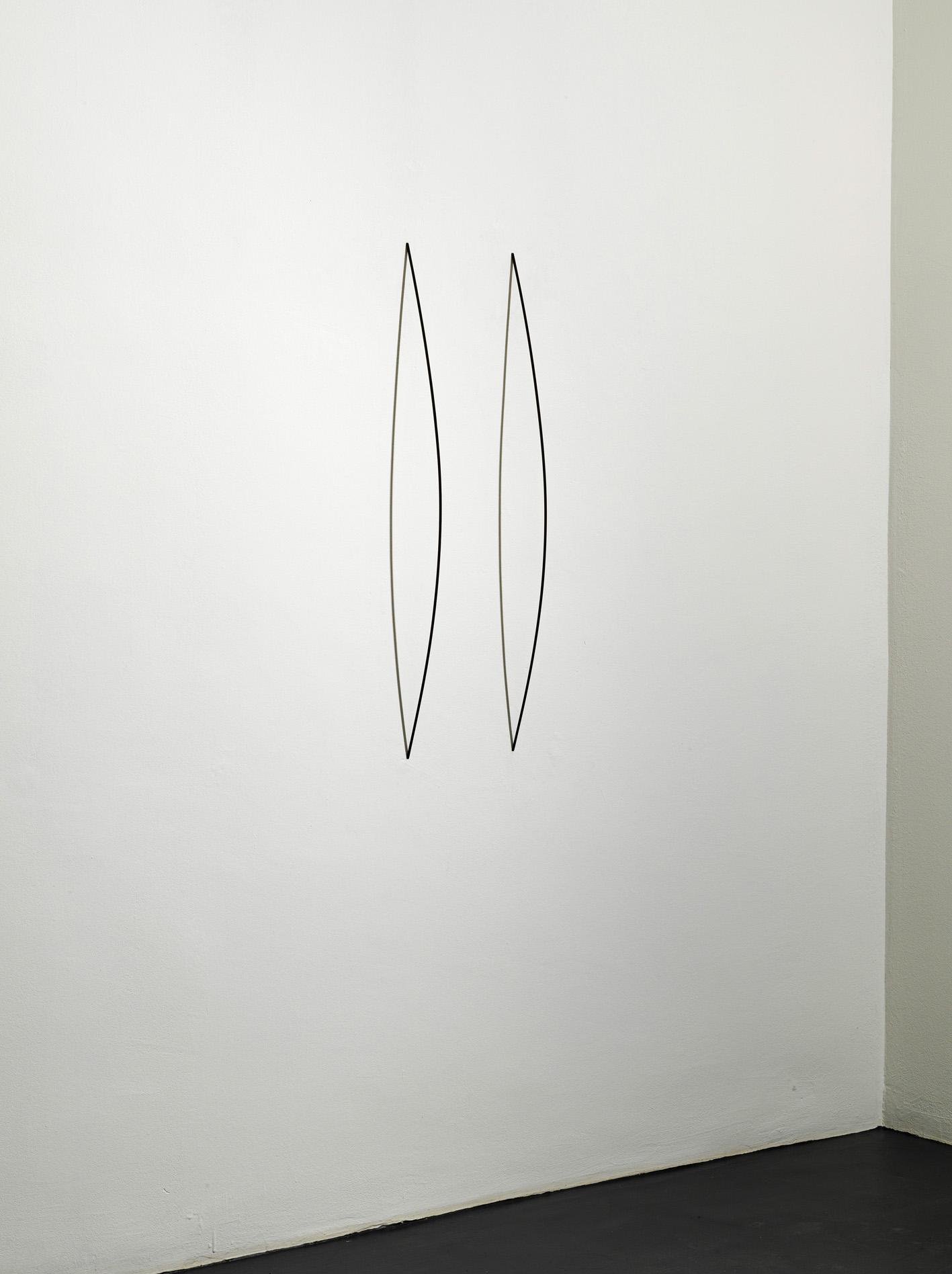 Stephanie Stein, Du-L, 2013, legno di balsa, gouache, 98 x 24,5 x 11 cm