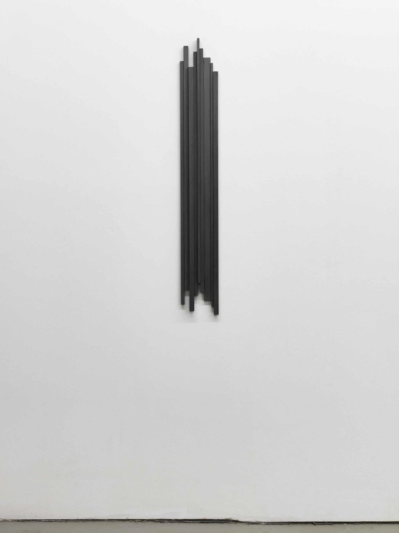 Stephanie Stein, Problem XI, 2013, legno di balsa, gouache, 108 x 52 x 1,5 cm