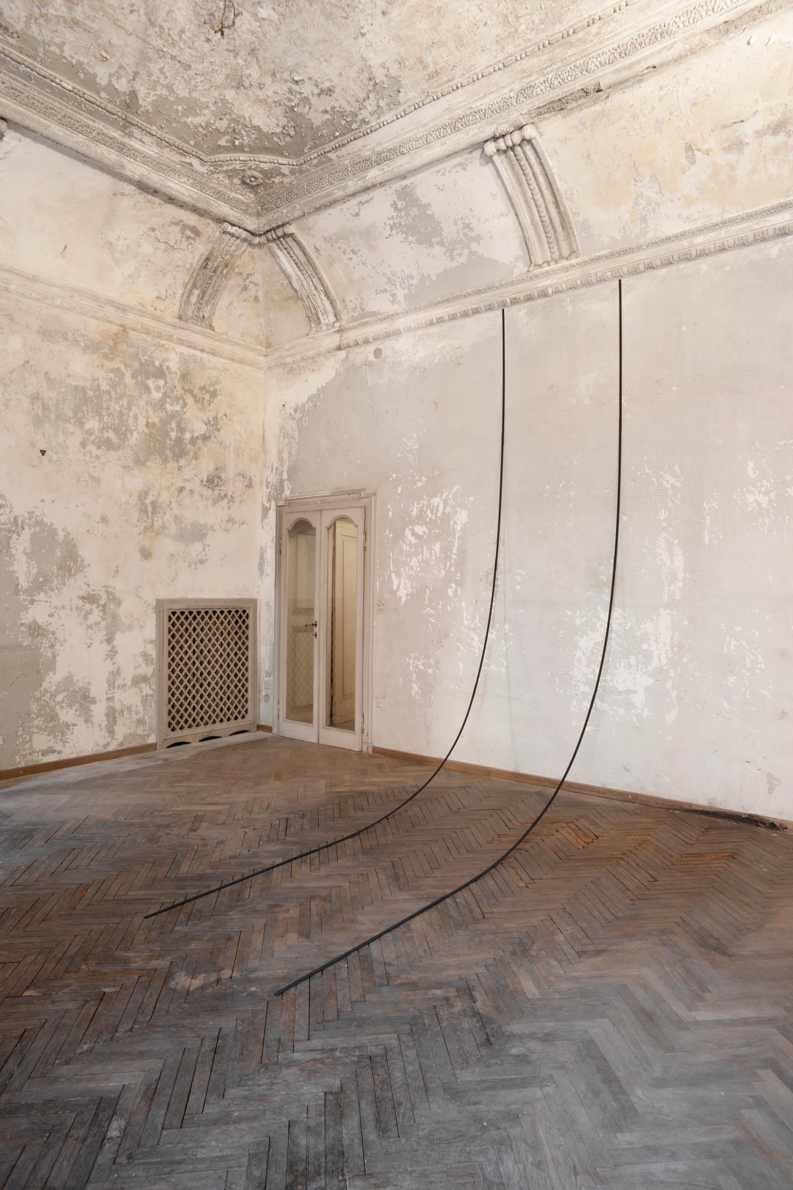 Stephanie Stein, Schadensfall, 2014, legno di balsa, gouache