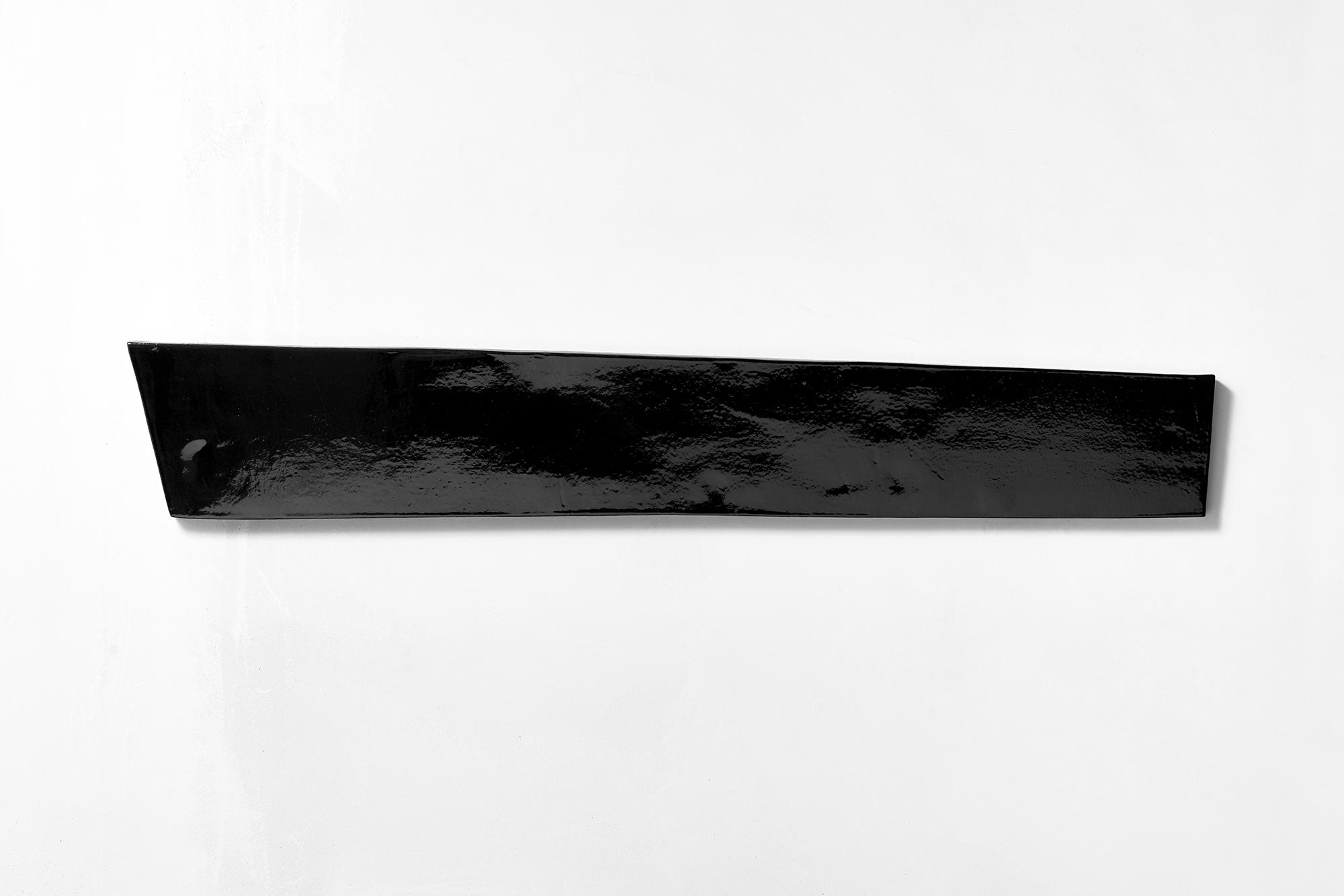 5. Michele Lombardelli, senza titolo, 2018, ceramica smaltata, 91x14x1cm