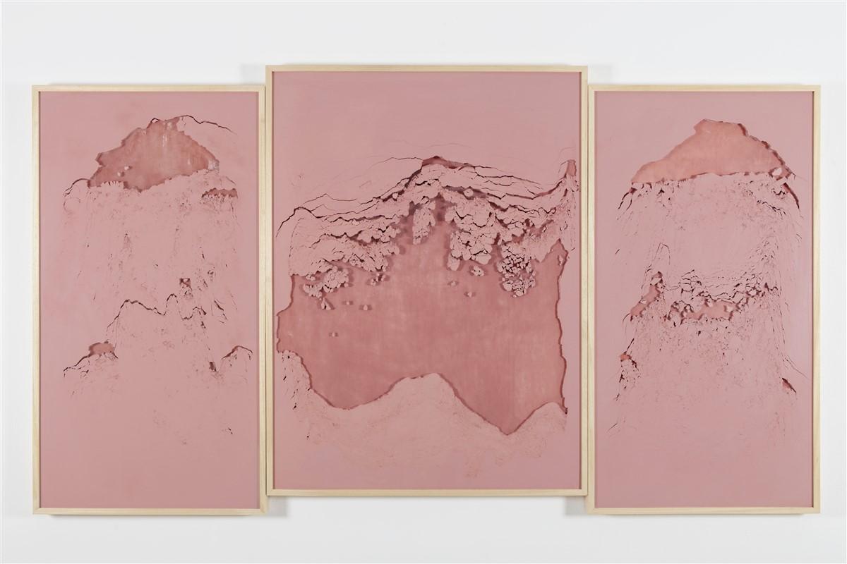 """Sophie Ko Chkheidze, """"Pala d'altare"""" Geografia Temporale, pure pigment, 345x175cm, 2014"""
