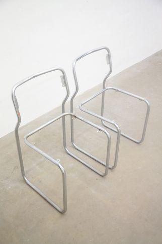 011. Tobias Hoffknecht, Within reason, 2013, acciaio, 50 x 100 x 80 cm