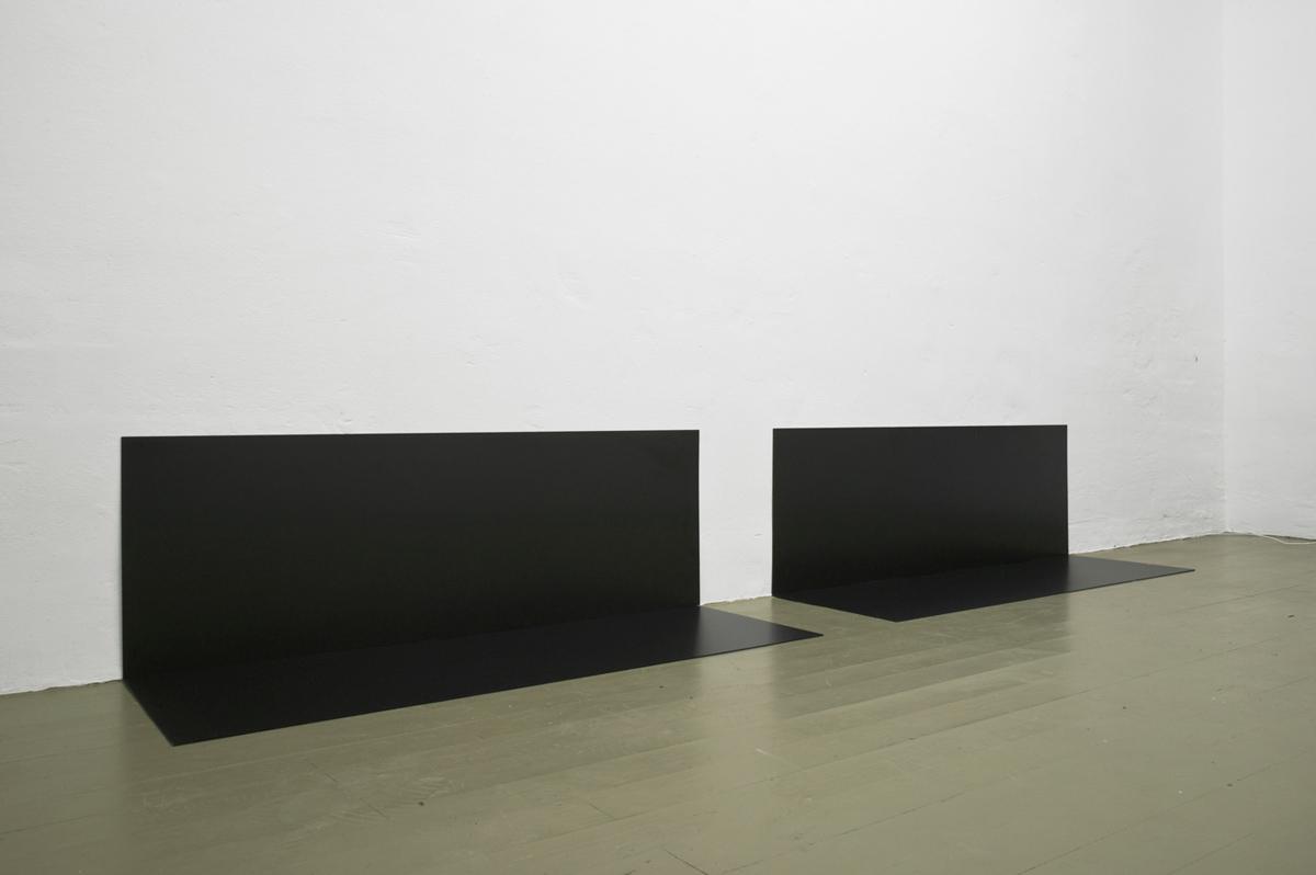 014. Tobias Hoffknecht, Rehearsal, 2013, PVC, 50 x 320 x 50 cm