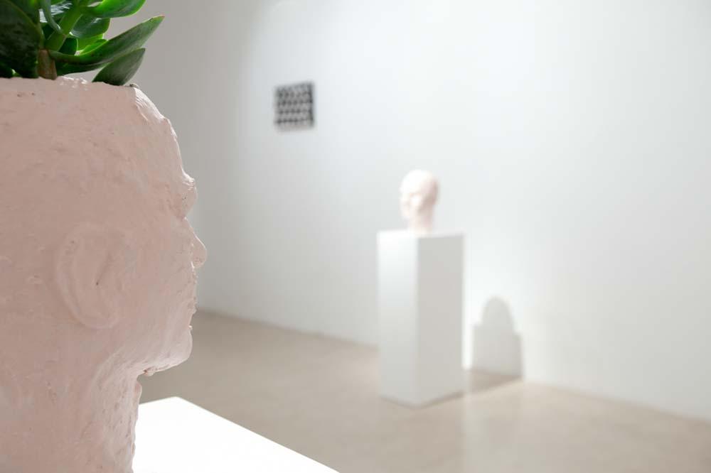 La prima mostra personale di Davide Mancini Zanchi (Urbino, 1986) è presso AplusB di Brescia e trae origine dallanecessità dell'artista di espiare la dipendenza dall'oggetto, ossia da tutto ciò che è concreto, percepito dai sensi edaltro da sé. I dipinti, le sculture ed i video sono operazione atte ad astrarre la quotidianità in una sintesi formale deltutto personale. La semplificazione degli elementi costruttivi è la strategia che l'artista attua per trovare una viad'uscita alla dematerializzazione sempre più avanzata - che caratterizza l'approccio al mondo di oggi - e per ritrovarequanto è necessario per appartenere al tempo e spazio in cui l'artista si trova collocato fisicamente.
