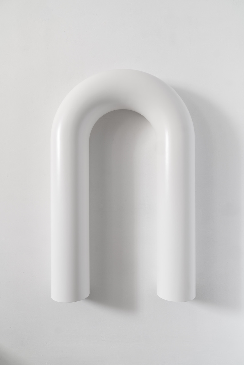Tobias Hoffknecht, 198 (milk drinkers),2018, stainless steel and lacquer,acciaio inossidabile e vernice,120x80x20 cm